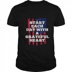 Start Each Day With A Grateful Heart Christmas  Classic Men's T-shirt